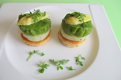 Brotchips mit weiß-grüner Spargelcreme