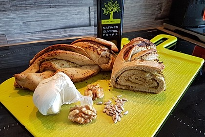 Pesto-Brot mit Basilikum 4