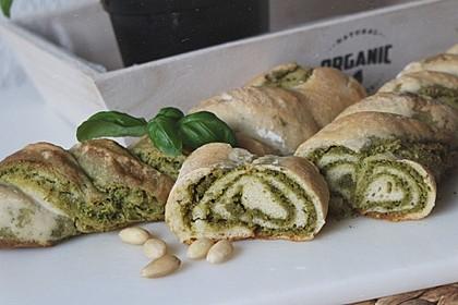 Pesto-Brot mit Basilikum 1