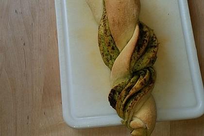 Pesto-Brot mit Basilikum 3