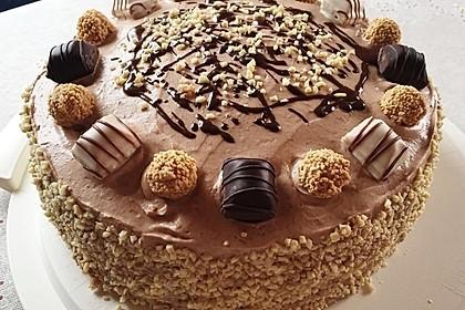 Torte mit Kinder Bueno 7