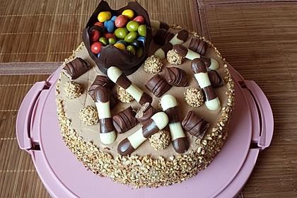 Torte mit Kinder Bueno 10