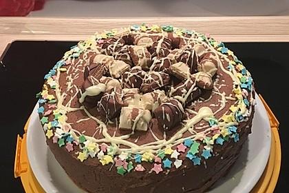 Torte mit Kinder Bueno 46