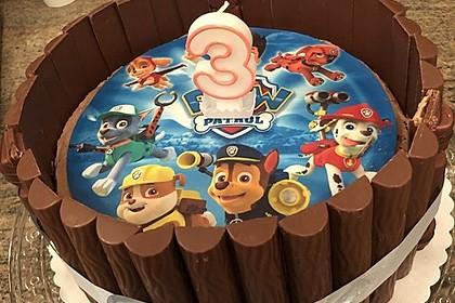 Torte mit Kinder Bueno 48