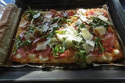 Spargelpizza mit Schinken, Rucola und Pecorino 1
