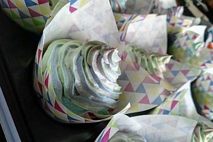 Rainbow Cupcakes und Rainbow Swirl Buttercream Frosting 10