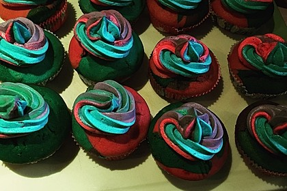 Rainbow Cupcakes und Rainbow Swirl Buttercream Frosting 13