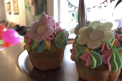 Rainbow Cupcakes und Rainbow Swirl Buttercream Frosting 5