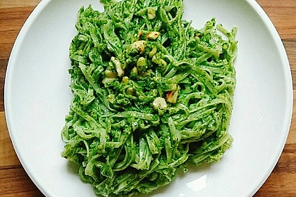 Reisnudeln mit Erdnuss-Koriander-Pesto (Bild)