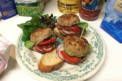 BBQ-Frikadellen-Burger aus Putenhack