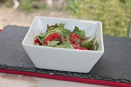 Gurke-Tomate-Kapuzinerkresse-Salat