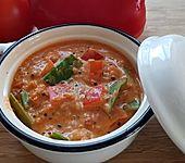 Veganer Eintopf mit roter Quinoa und Kokosmilch (Bild)