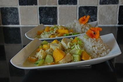 Fischcurry mit Mango und Gurke