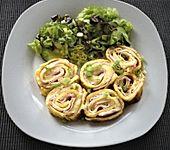 Omelett-Rolle mit Käse-Schinken-Füllung (Bild)