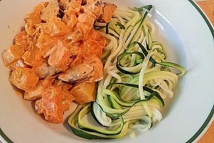 Zucchinispaghetti mit Gemüse