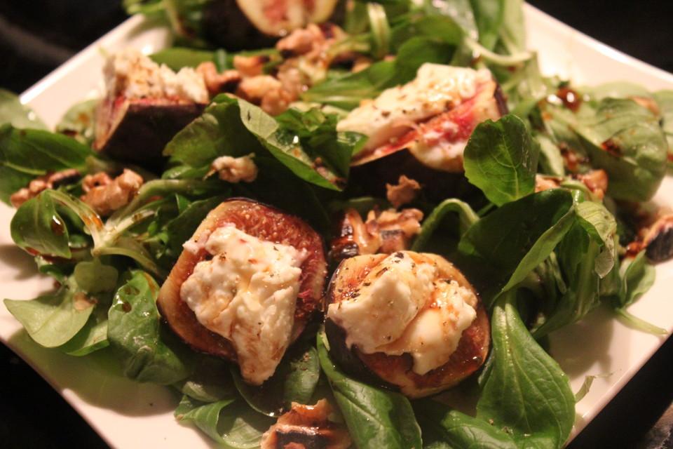 Salat Mit Ziegenkäse Feigen Und Honig Walnuss Vinaigrette Von Sessm