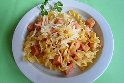 Curry-Nudeln mit Fleischwurst