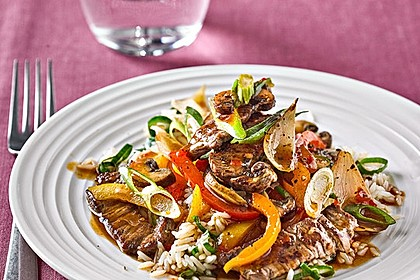 Geschnetzeltes mit Sweet-Paprika, Champignons und Möhre