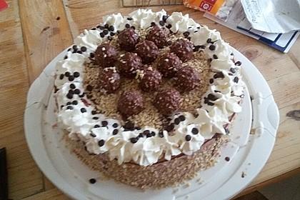 Rocher Torte mit Nutella und Haselnüssen 20
