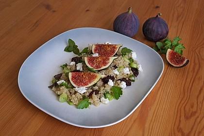 Quinoa-Salat mit Feigen und Ziegenkäse
