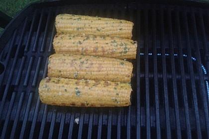 Rezepte Für Gasgrill Mit Deckel : Maiskolben mit kräuterbutter vom gasgrill von
