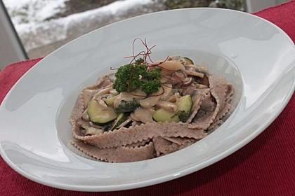 Pasta mit Zucchini-Champignon-Frischkäse-Soße 3