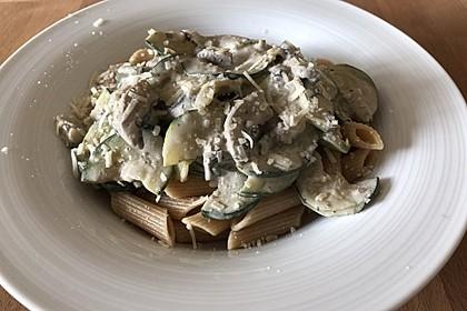 Pasta mit Zucchini-Champignon-Frischkäse-Soße 9