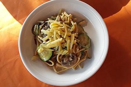 Pasta mit Zucchini-Champignon-Frischkäse-Soße 5