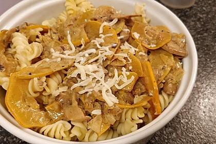 Pasta mit Zucchini-Champignon-Frischkäse-Soße 10