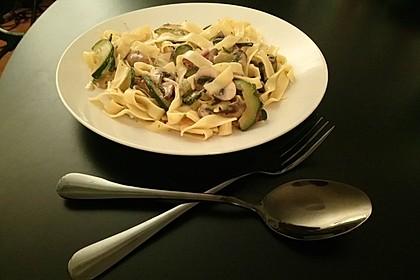 Pasta mit Zucchini-Champignon-Frischkäse-Soße 4