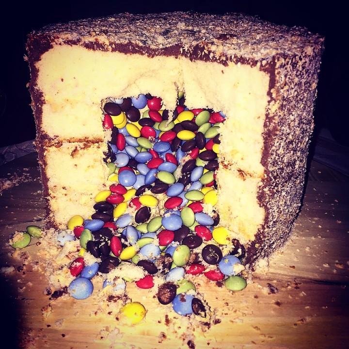Pinata Torte Mit Smarties Von Elmo Fatz Chefkoch De
