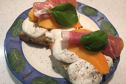 Crostini mit Ziegenkäse und Sharon-Frucht 3