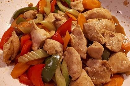Hähnchen-Gemüse-Pfanne mit Staudensellerie, Möhren und Paprika 3