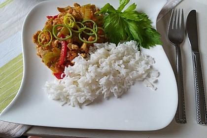 Hähnchen-Gemüse-Pfanne mit Staudensellerie, Möhren und Paprika 1