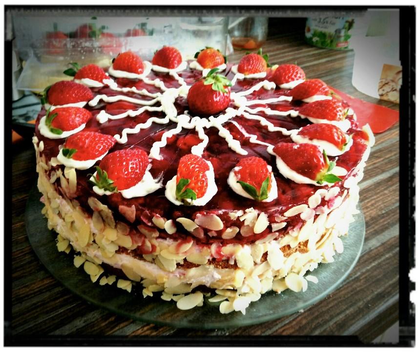 Himbeer Erdbeer Sahne Torte Von Jacksparrow583 Chefkoch De