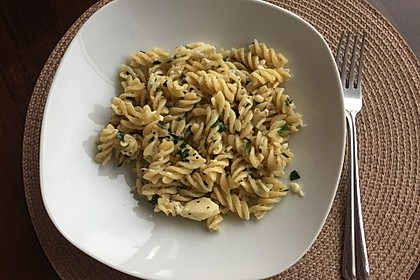 Pasta mit Pinienkernen und Petersilie