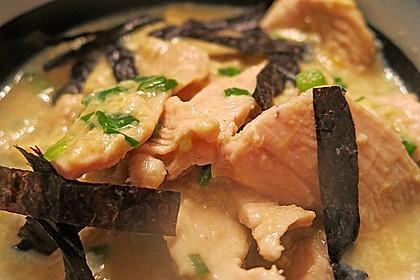 Japanisches Reisgericht mit Hühnerfleisch und Ei 1
