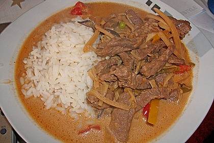 Rindfleisch in Kokosmilch mit rotem Curry 1
