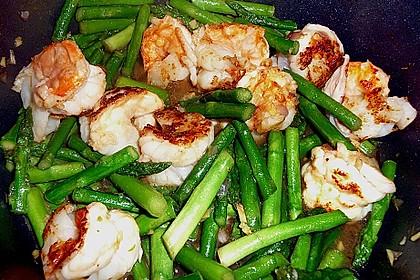 Garnelen mit grünem Spargel und Austernsauce 11