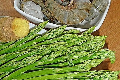 Garnelen mit grünem Spargel und Austernsauce 18