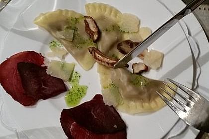 Steinpilzravioli mit Petersilienöl, Parmesan und San Daniele Schinken (Bild)