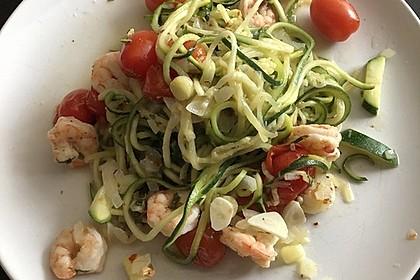 Zucchininudeln mit Garnelen und Cherry-Tomaten 1