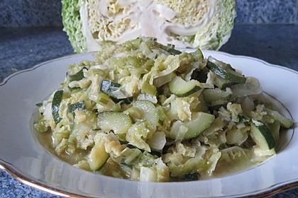 Wirsing-Zucchini-Pfanne mit Kokosmilch