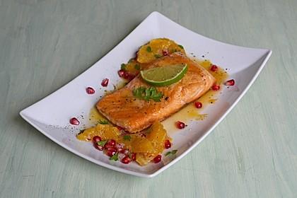 Lachs mit Orangen-Granatapfel-Salsa