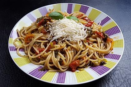 Spaghetti mit Datteltomaten in Basilikumöl