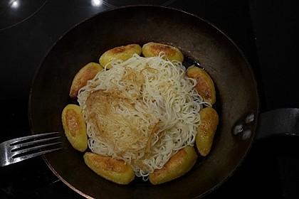 Nudeln und Kartoffeln gebraten (Bild)