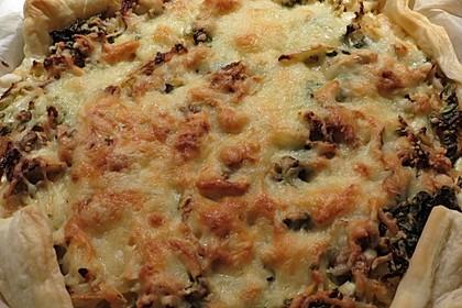 Zwiebel-Wirsing-Kuchen mit Blätterteig (Bild)