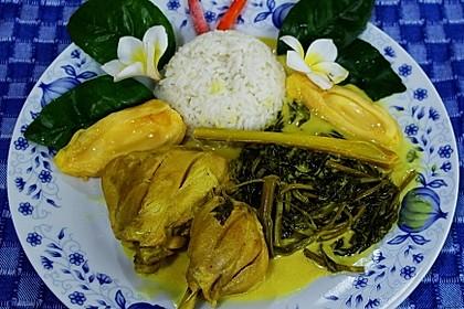 Hühnerschenkel mit Kangkung und würziger Kokosnuss-Sauce