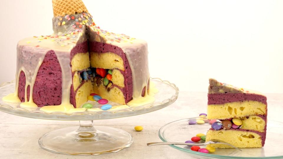 Smarties Pinata Torte Mit Unechtem Geschmolzenem Eis Von