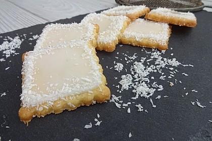 Festliche Ausstechplätzchen mit Kokosmilchglasur